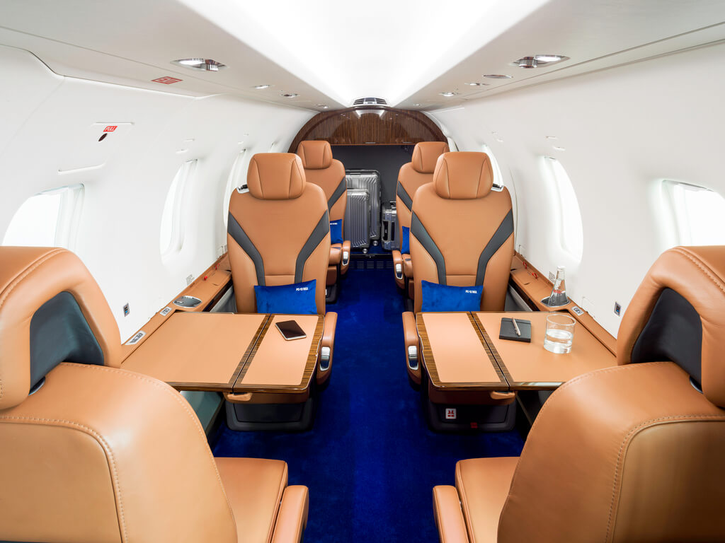 Aircraft cabin of the Pilatus PC-12 NGX from the front (Copyright: Pilatus Aircraft Ltd)