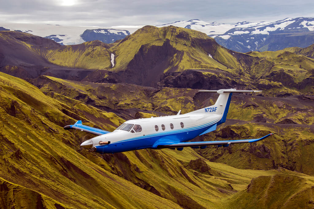 Pilatus PC-12 flies over Icelandic natural landscape (Copyright: Pilatus Aircraft Ltd)