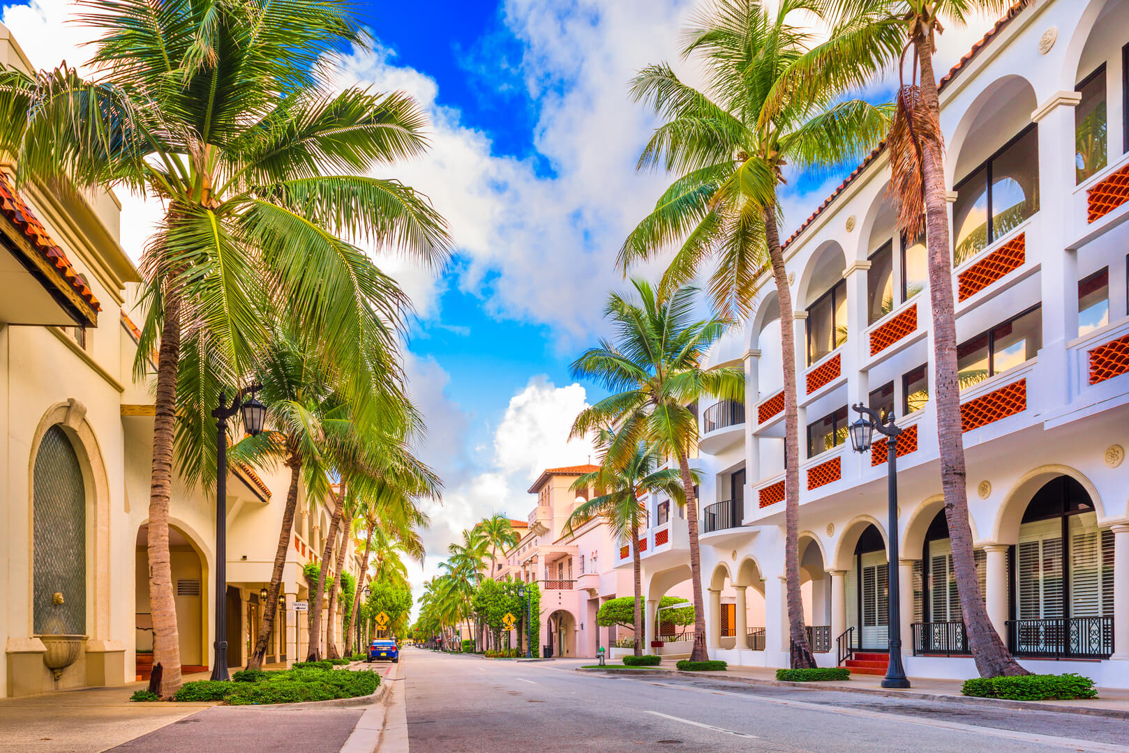 Palm Beach, Florida, USA to Worth Ave. Colorfull streets with palm