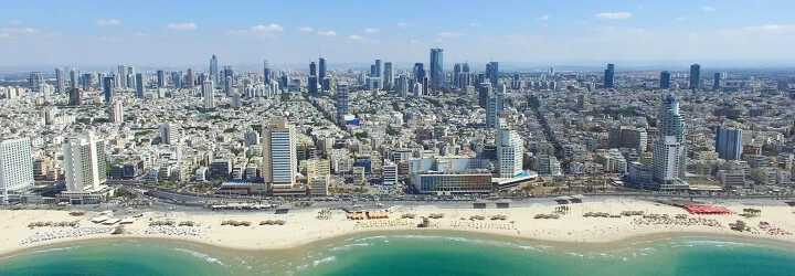 Photo of Tel aviv in Israel with, in the foreground, a beach, in the background, skyscrapers